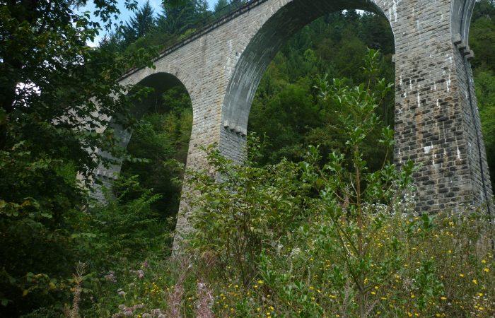 Historische Eisenbahnbrücke über der Ravennaschlucht